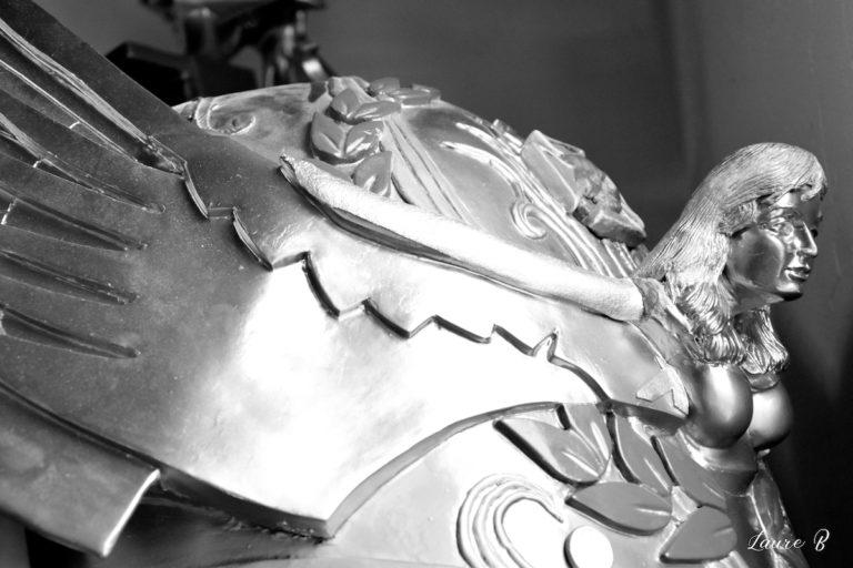 cosplay inspiration Warhammer 40 000 épaulé noir et blanc