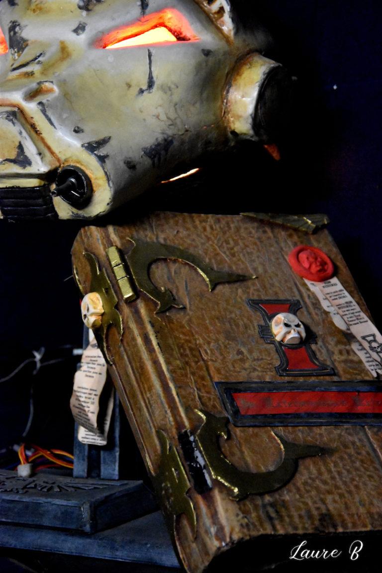 domaine anubis casque Warhammer 40k livre zoom lumière