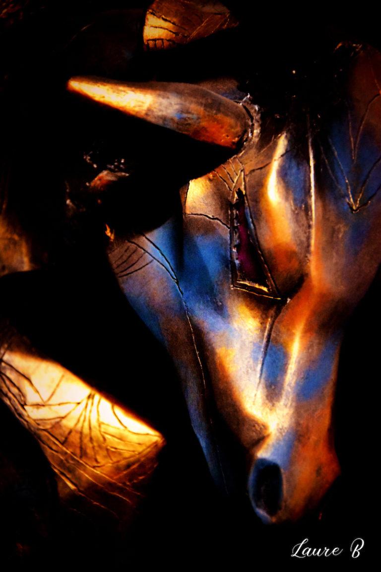 domaine Anubis tête bronze taureau zoom