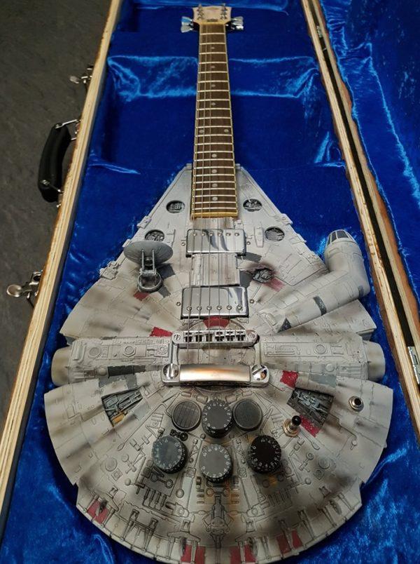 guitare millenium dans son coffret