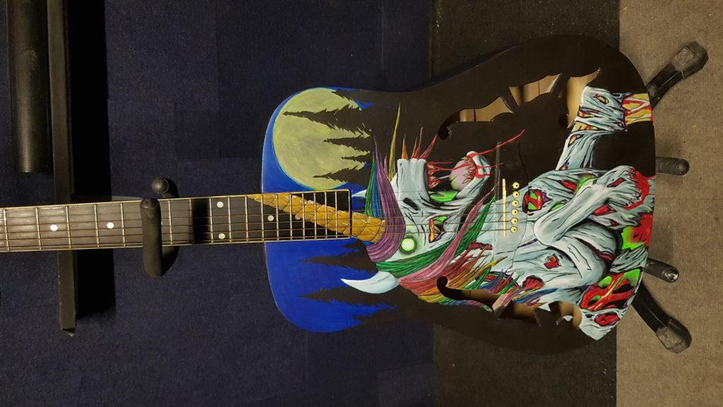 guitare licorne terminée